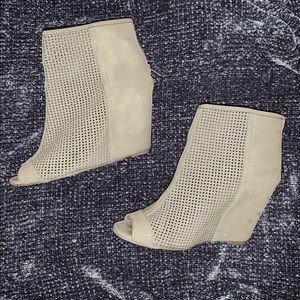 Juicy Couture Wedges (9)